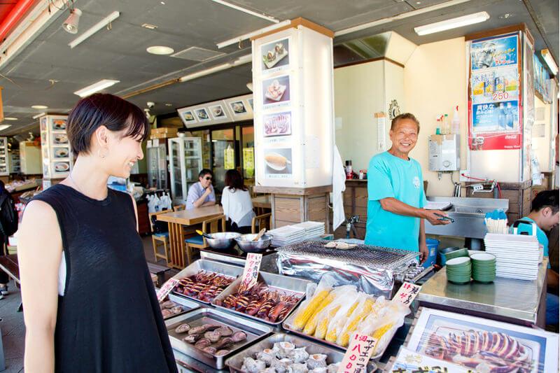 磯料理の「貝作」からさっそく食べ歩き!