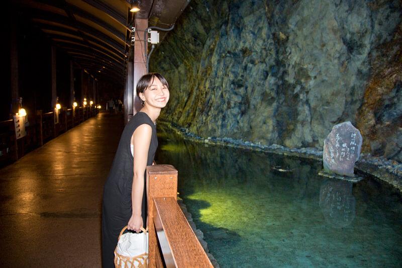 江の島岩屋洞窟の中は、本当に洞窟!