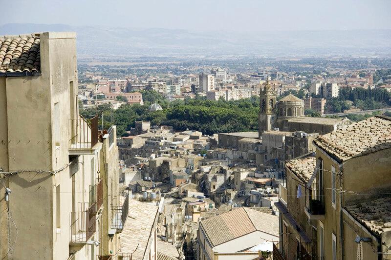カルタジローネ 大階段から街を見下ろす
