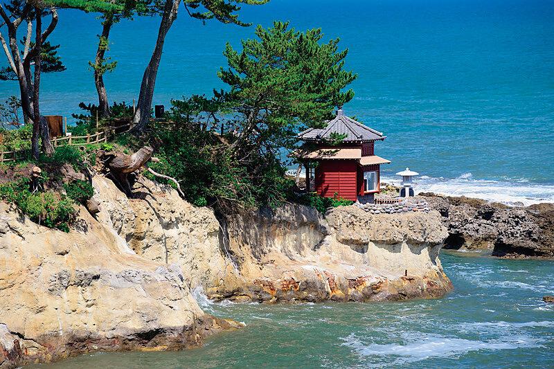 五浦海岸の六角堂