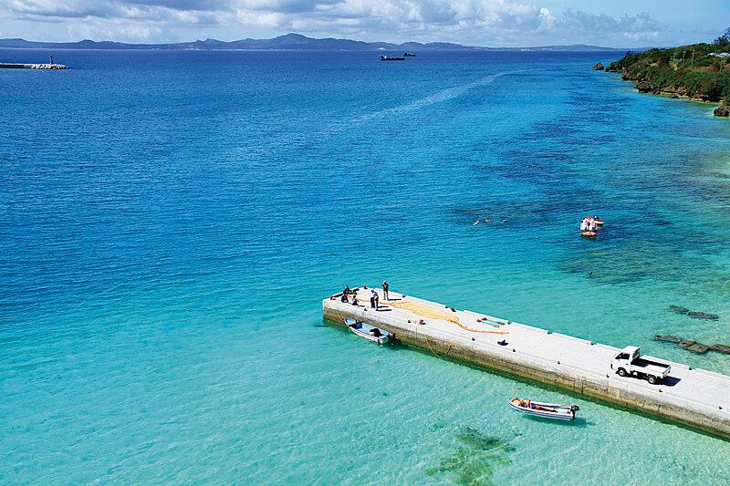 泳げなくても楽しめる!沖縄で人気のマリンアクティビティ「シーウォーク」に挑戦しよう♪
