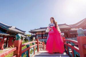 景福宮でチマチョゴリを着ている女性