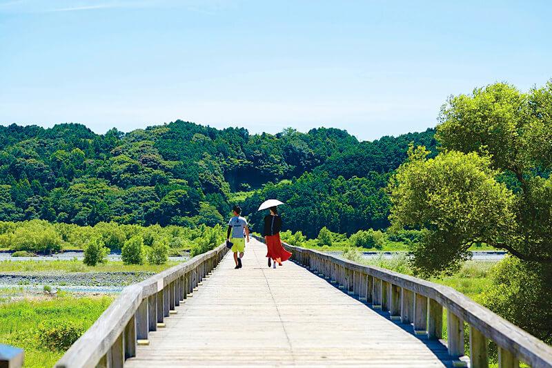 静岡県島田市に行くなら外せない!木造の歩道橋としてギネス認定の「蓬莱橋」