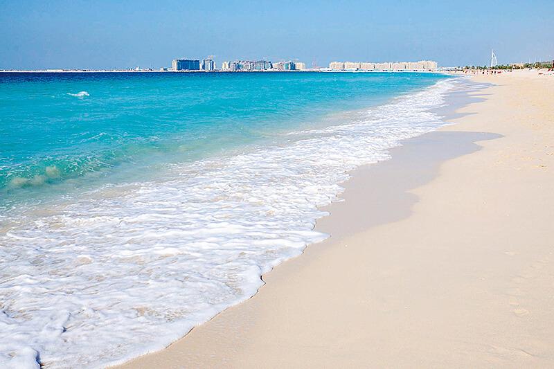 真っ白な砂浜と抜群の透明度!中東屈指のリゾート・ドバイのビーチへ行ってみよう♪