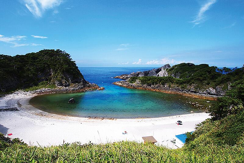 ここが東京!?都心から約3時間で行けちゃう観光スポット・式根島をご紹介
