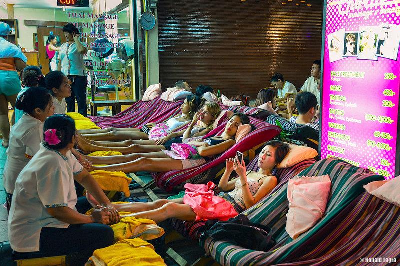 タイ・バンコクで本格「タイ古式マッサージ」を体感!疲れた体をリフレッシュ♪