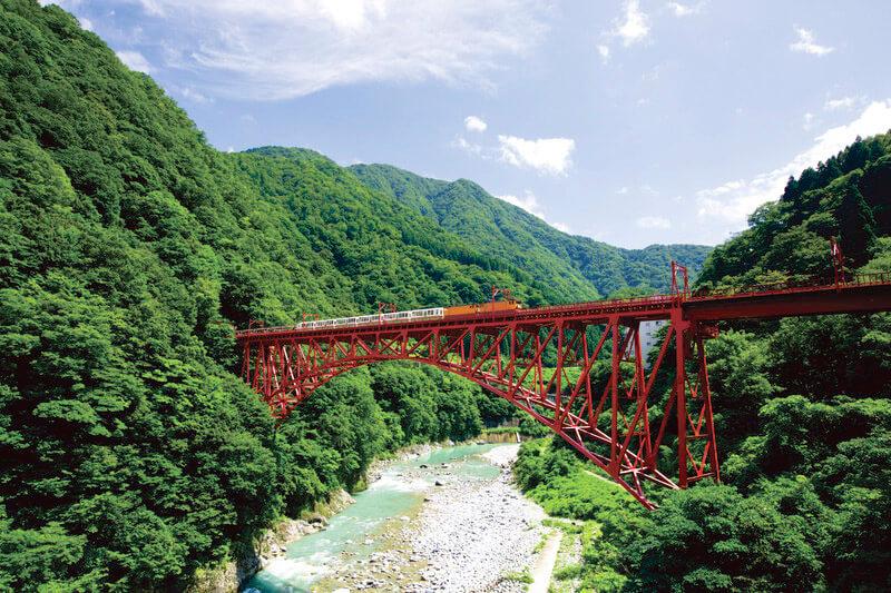 トロッコ電車で行く!黒部渓谷&秘湯温泉で富山県をゆらり満喫♪