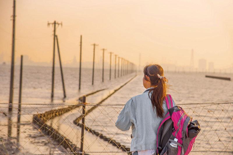 まるで日本のウユニ塩湖!千葉県木更津の絶景夕日スポット「江川海岸」