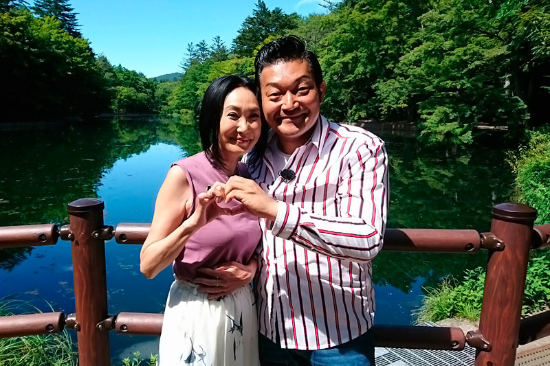 山口智充、浅野温子 ©関西テレビ
