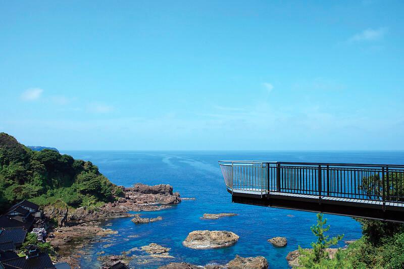 「青の洞窟」が石川県にもある!?日本屈指のパワースポット「珠洲岬」