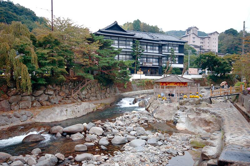 静岡県・伊豆最古の温泉地「修善寺温泉」足湯や温泉街を満喫!恋愛成就の祈願もできちゃう♪
