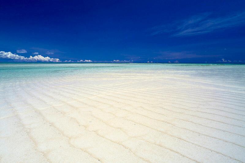 女子旅やカップルで!那覇から35分でいける南国リゾート。鹿児島県の与論島へ行こう♪