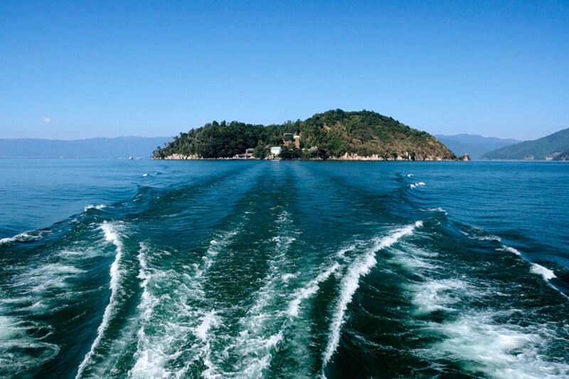 滋賀県でパワーチャージ♪島全体がパワースポットの「竹生島」と勝利の神様を祀る「阿賀神社」へ行こう!
