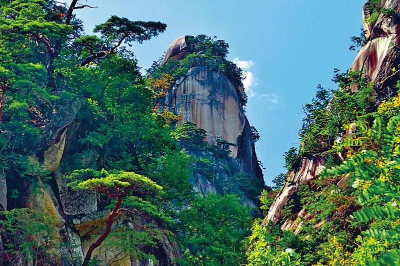 日本屈指の渓谷美を誇る名所・山梨県の「昇仙峡」! 紅葉や巨大水晶玉を楽しもう♪