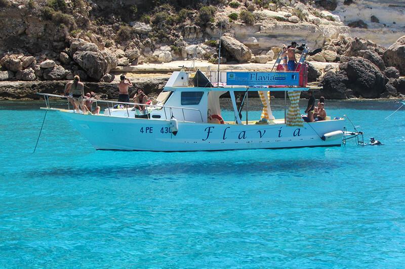 海の透明度抜群!イタリア・ランペドゥーザ島でフライングボートに乗ってみたい♪