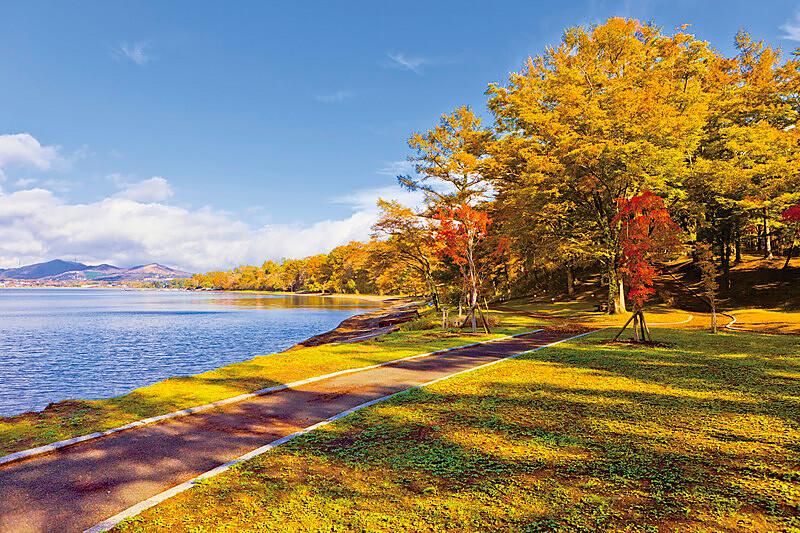 富士山だけじゃない! パワースポット、レジャー、温泉も♪「山中湖」をご紹介