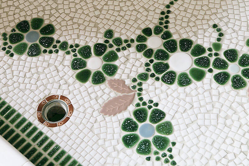 モザイクタイルの洗い場