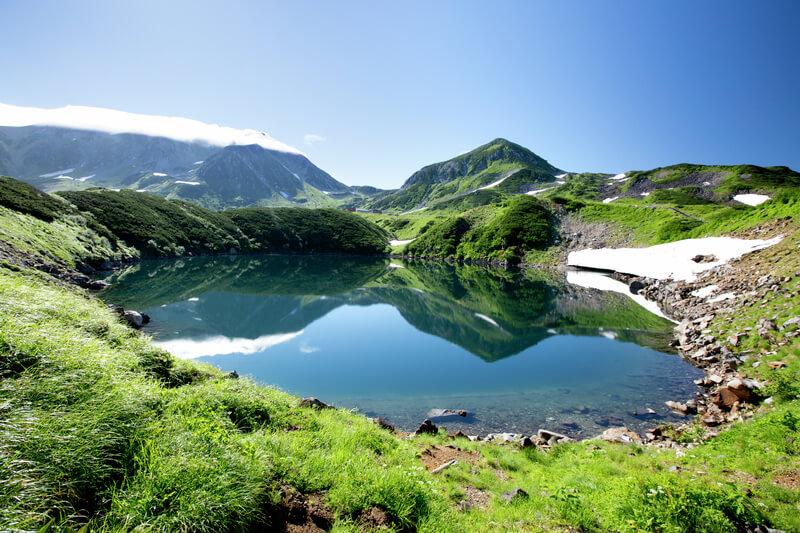 立山黒部アルペンルートの絶景スポット!北アルプスで最も美しい火山湖「みくりが池」
