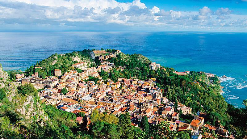 タオルミーナの街 遠景