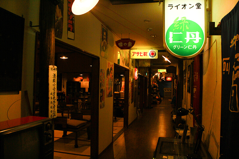 昭和レトロ感のある廊下