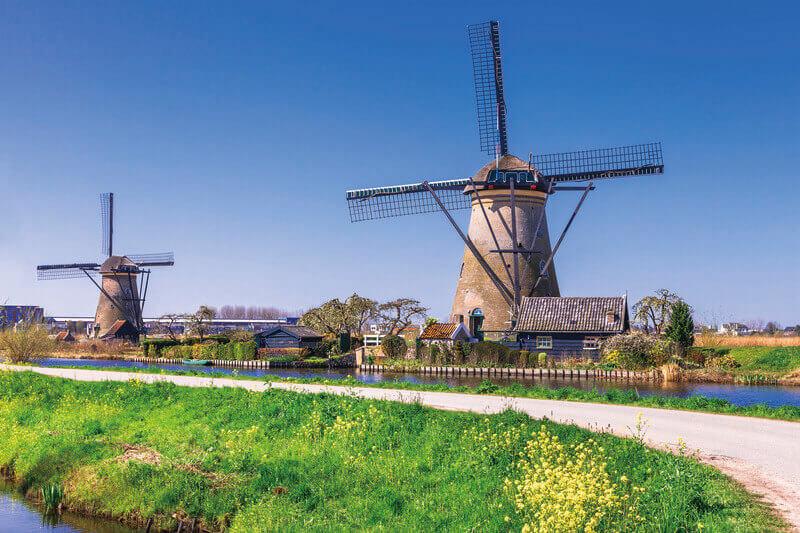 オランダらしい風景が広がる世界遺産「キンデルダイク」!ずらりと並んだ風車がフォトジェニック♪