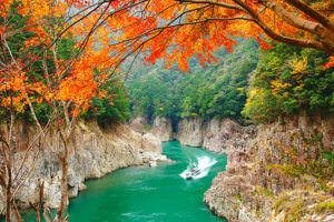紅葉が美しい秋の瀞峡