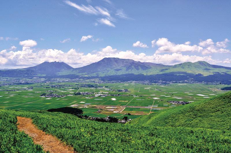 まさに絶景!CMのロケ地にもなった熊本県・阿蘇にある「大観峰」