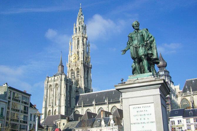 アントワープのノートルダム大寺院 ルーベンスの像
