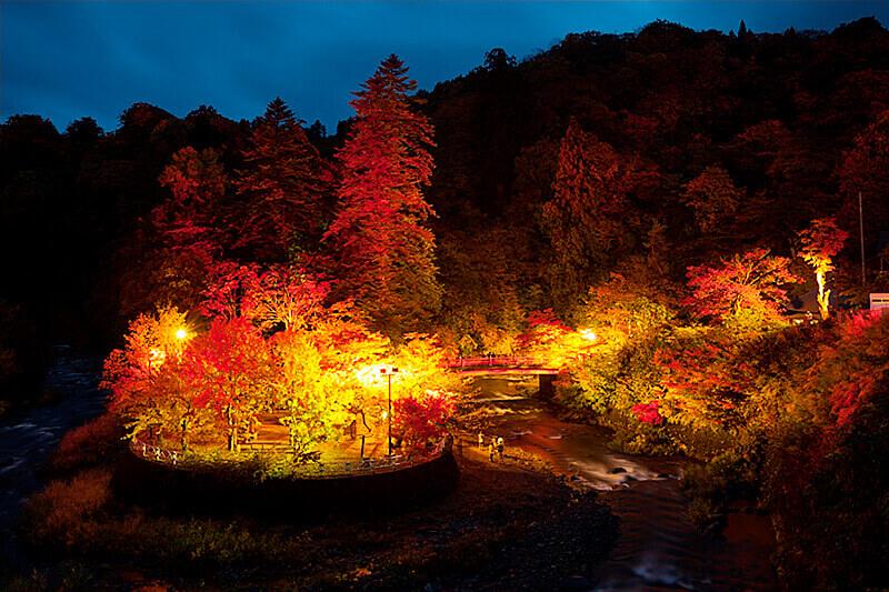 青森県一の紅葉スポット「中野もみじ山」!滝や渓谷が織りなす景観に心洗われる♪