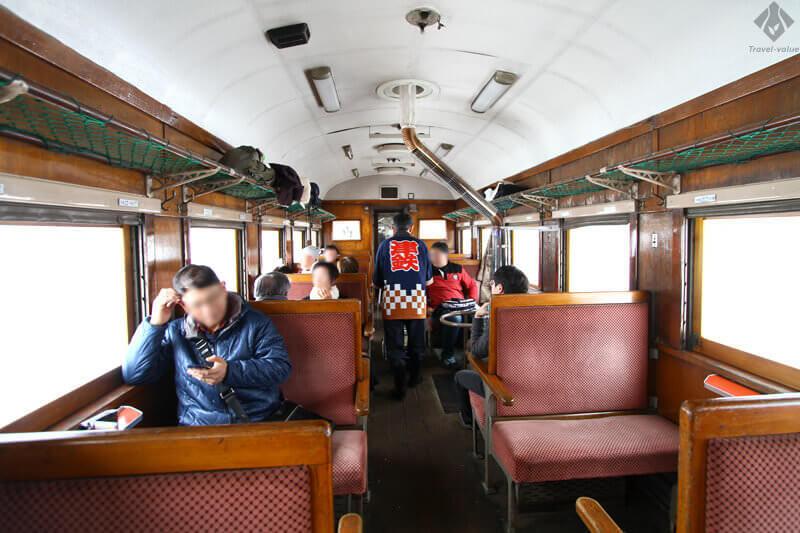 津軽鉄道 ストーブ列車・客車内