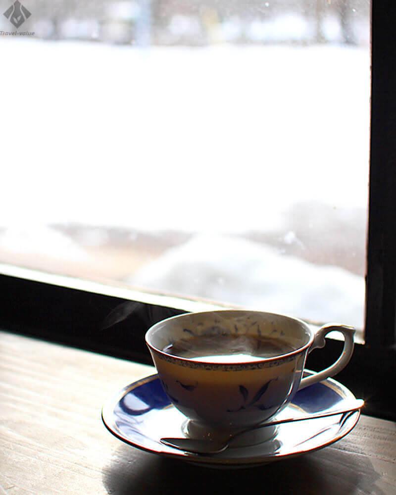 津軽鉄道 芦野公園駅・赤い屋根の喫茶店「駅舎」(芦野公園駅旧駅舎)店内