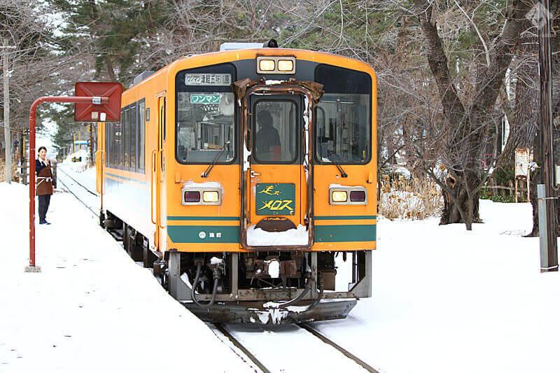 津軽鉄道・芦野公園駅・普通列車「走れメロス号」