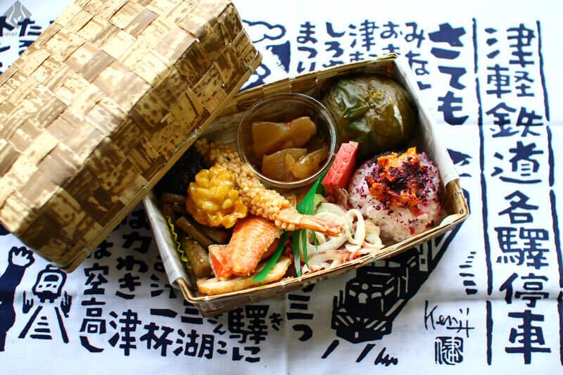 津軽鉄道「ストーブ弁当」と「てぬぐい」