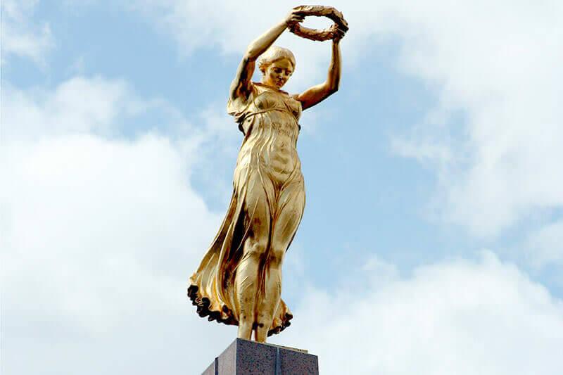 憲法広場の女神