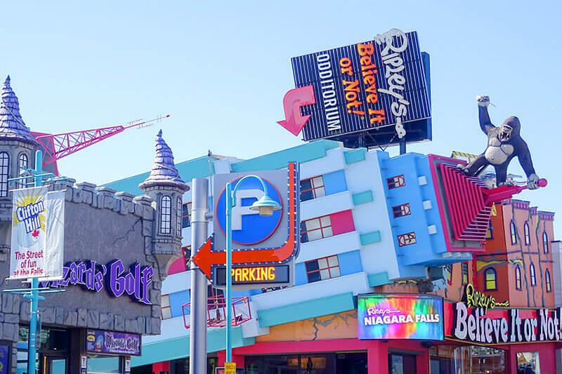 ここはテーマパーク!?カラフルでポップなカナダ「クリフトンヒル」の街を歩こう!