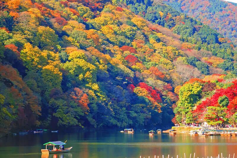 平安貴族も愛した京都・嵐山へ、彩り豊かな紅葉を見に行こう♪