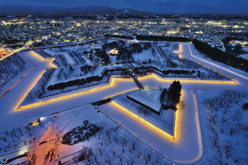 函館のシンボル!冬の「五稜郭」で幻想的なイルミネーションを楽しもう