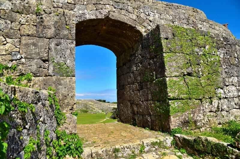 世界遺産・中城城跡のアーチ門