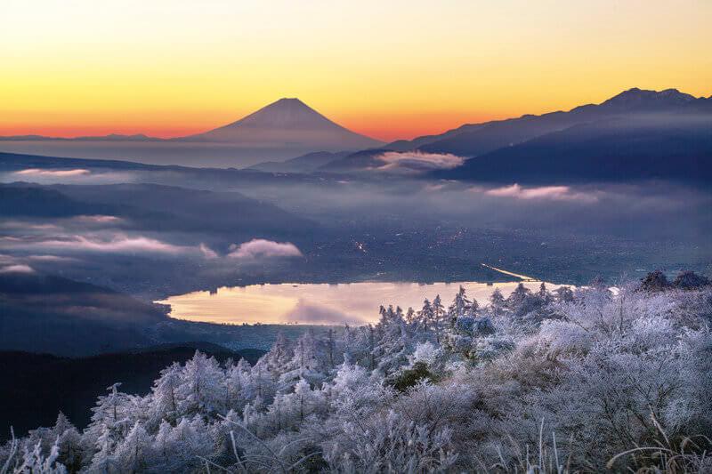 高ボッチ高原から望む冬の諏訪湖