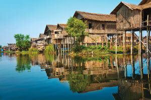 インレー湖 湖上の家