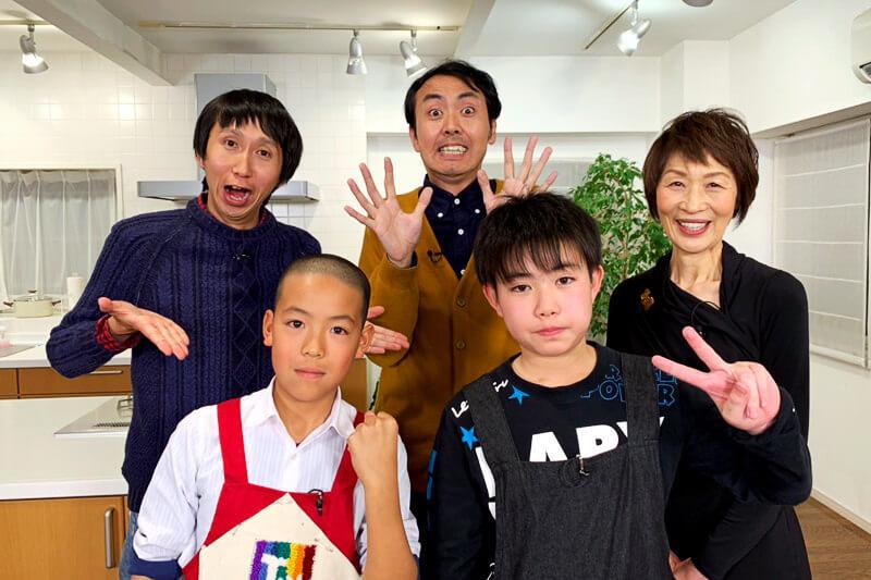 出演:アンガールズ ©関西テレビ