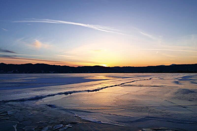 諏訪湖の御神渡り 夕景