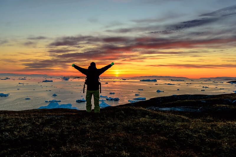 北極圏にある世界最大の島グリーンランド観光。オーロラや白夜に氷河クルーズ・ホエールウォッチングを体験しよう!