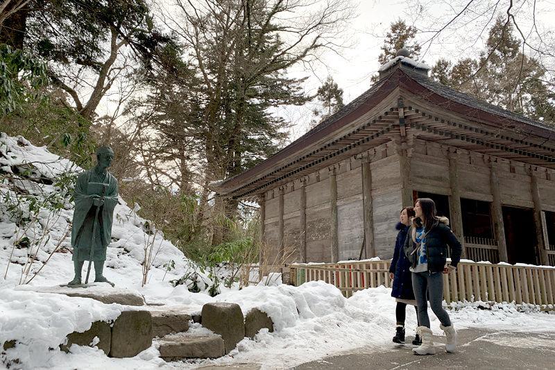 中尊寺。左から祥子、宮河マヤ ©TBS