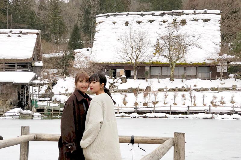 田中芽衣と井上苑子の飛騨高山旅。飛騨の里では雪深い飛騨の合掌造りの家屋に感銘!