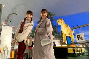 福井県立恐竜博物館。左から荻野由佳、須田亜香里 ©TBS