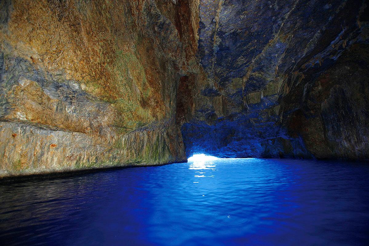 カステロリゾ島 青の洞窟