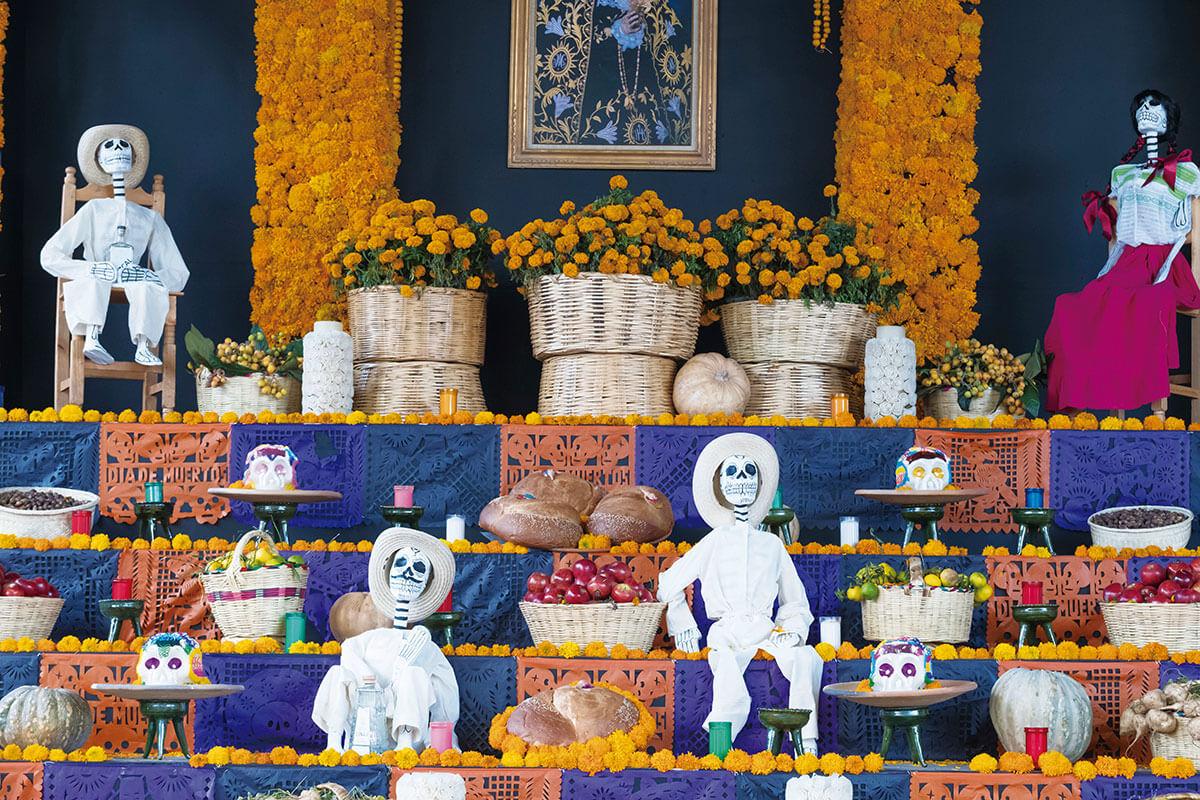 死者の日 祭壇(オフレンダ)