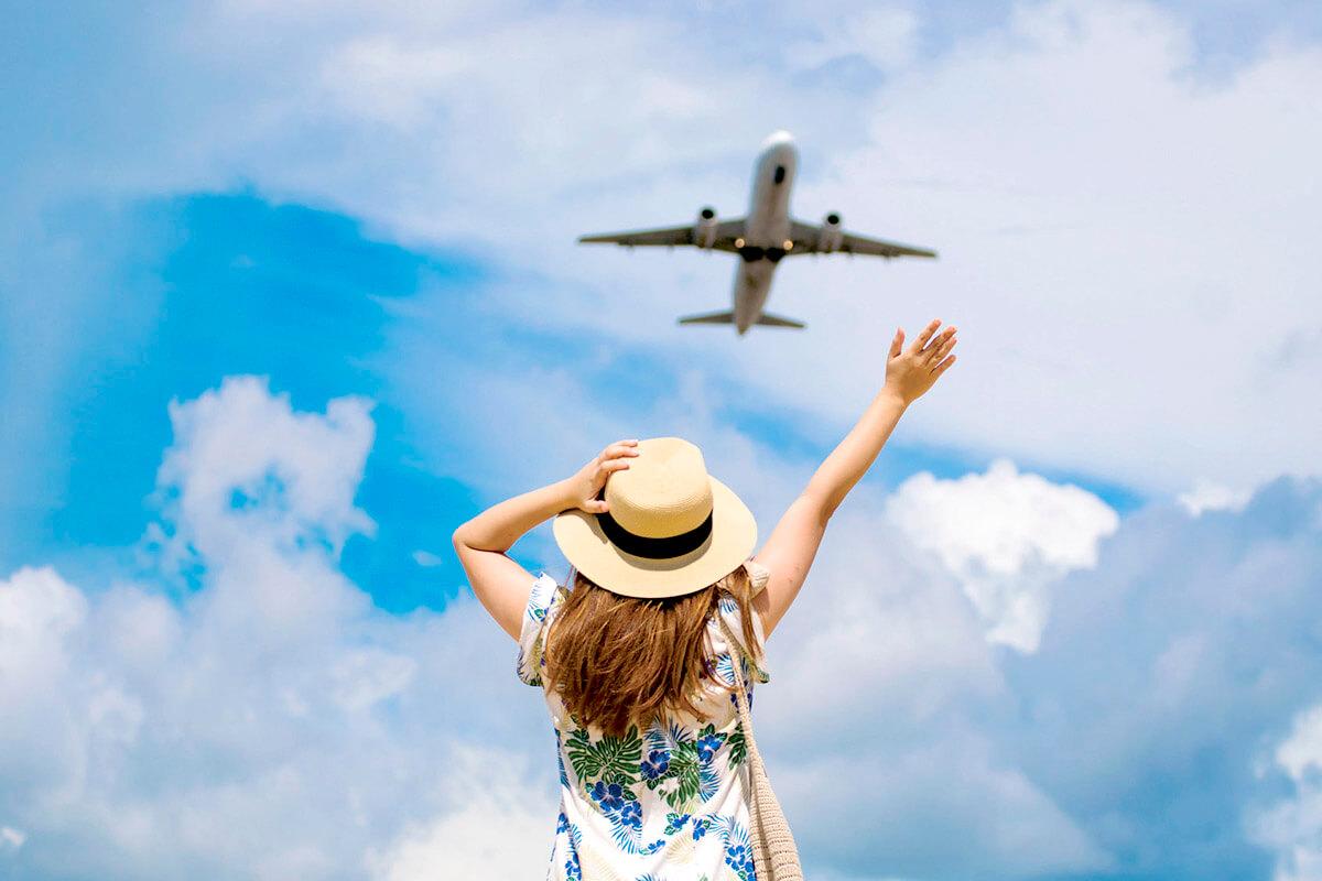 旅行をする女性(イメージ)