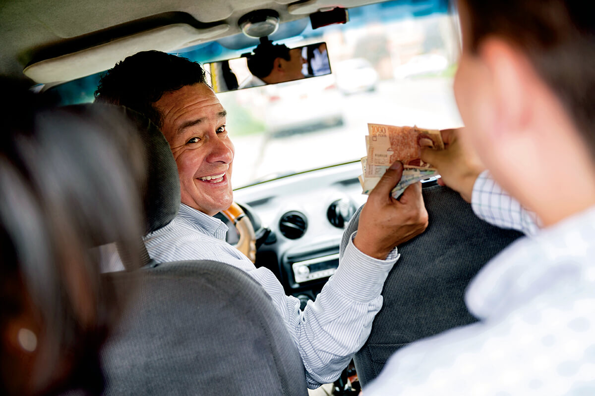 タクシー 支払い(イメージ)